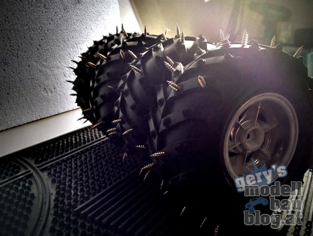 Jetzt die verklebten Reifen gut trocknen lassen! In der Zwischenzeit könnt Ihr schon Ausschau nach einer geeigneten Eisfläche halten :)