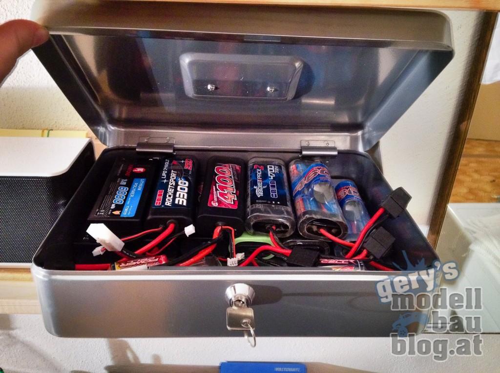 Versperrbare Metalkassette für die Akkus